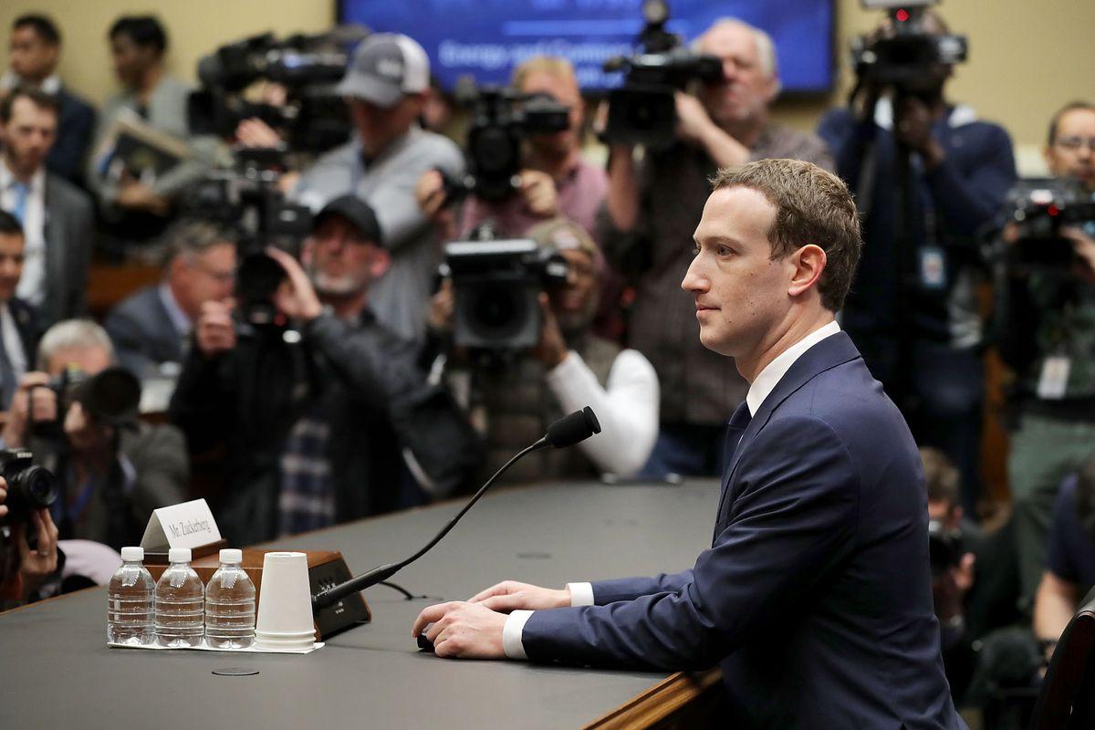 Facebook 深陷泥潭,扎克伯格打不好的广告牌
